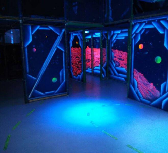 blacklight-lasertag-arena-@-dockx-by-maxi-hellweger-6