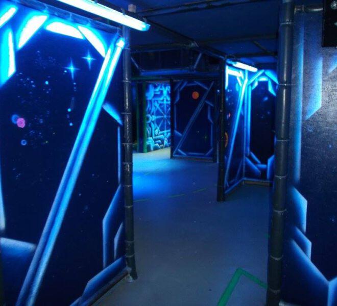 blacklight-lasertag-arena-@-dockx-by-maxi-hellweger-7