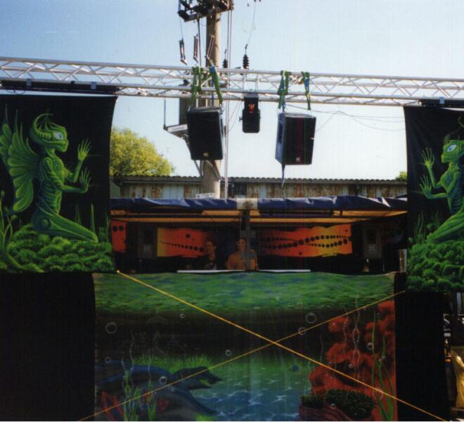 oldscool stage-design blacklightdeko by maxi hellweger_juni_98